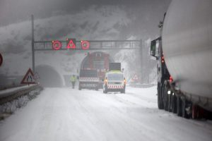 HAK I HAC UPOZORAVAJU Zbog promjene vremena koja donosi novi snijeg upaljen meteoalarm